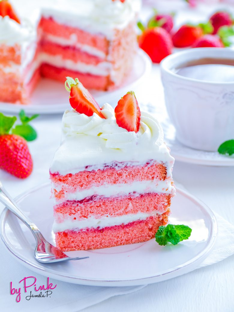 Cake with strawberries and strawberry jam.