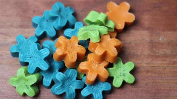 wax melts made from bath and body workd candles using a flower silicone mold