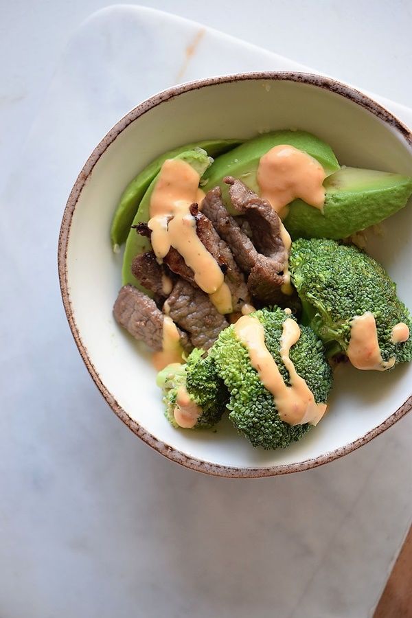 While it is nice to sit down to a thick and juicy steak, after a long work week it would be nice to throw all the ingredients in a bowl and call it dinner and done. That is I made this simple Steak Quinoa Broccoli Bowl and it is perfect for lazy nights!
