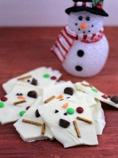 A no-bake holiday treat is what you will find in this fun and adorable melting snowman white chocolate bark!