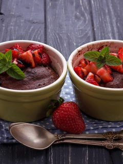 Looking for a chocolatey dessert that is keto-friendly? Check out my Instant Pot Mini Keto Chocolate Cake that only have 5 grams of carbs for 2 cakes! #keto #chocolatecake
