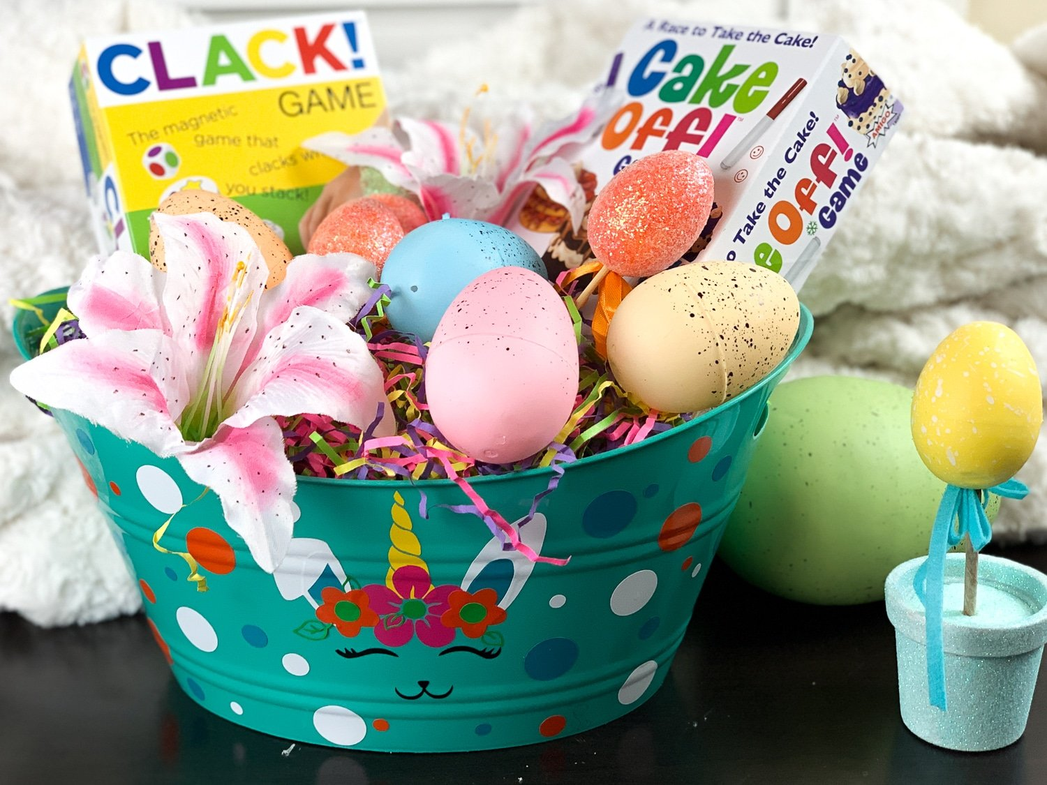If you are looking for Easter basket ideas using your Cricut you are in the right place. This DIY Easter basket cost less than $5 to make. #unicorn #bunnicorn #freesvgfile #easter #diyeasterbasket