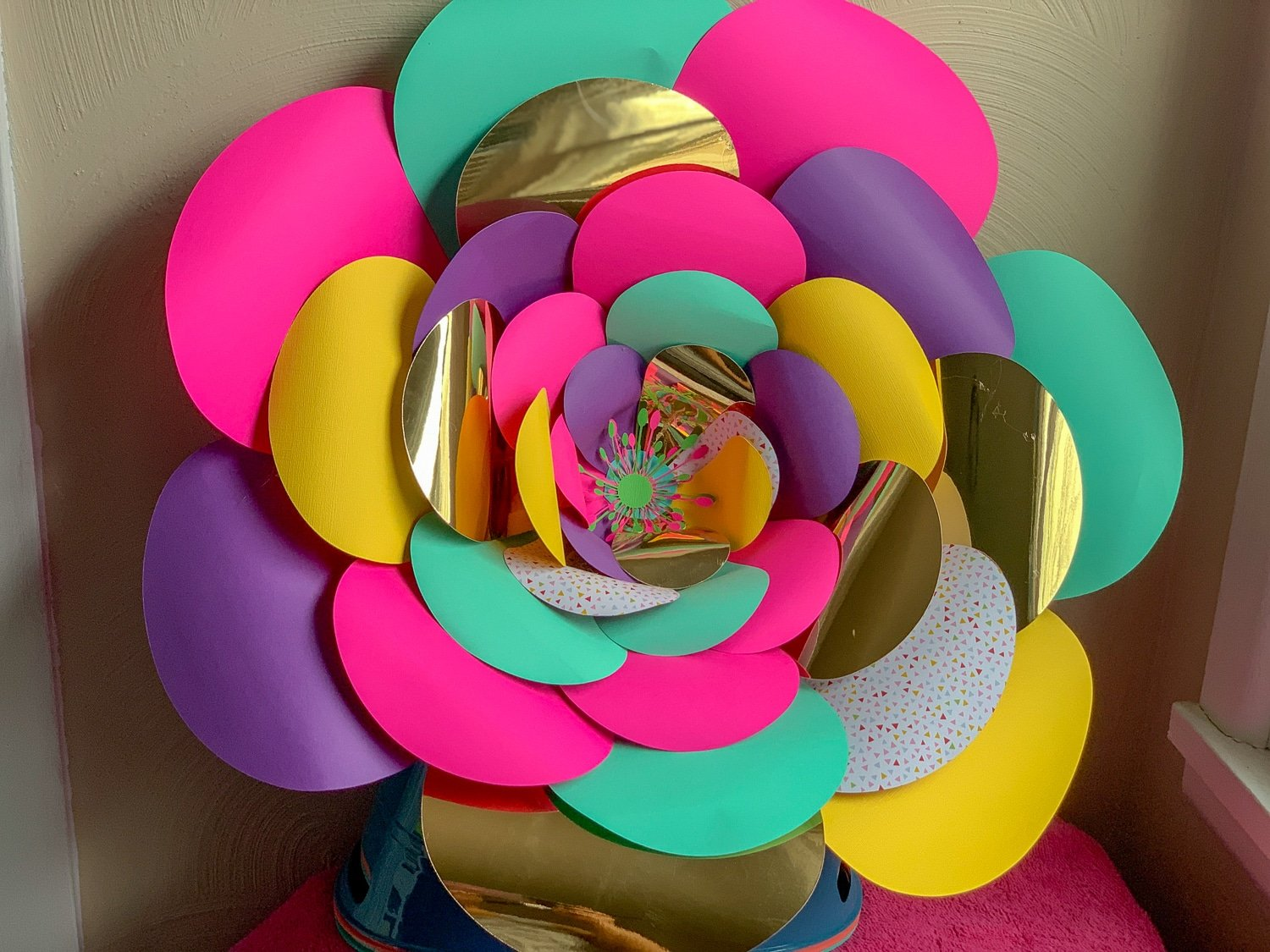 I wanted to do my youngest bedroom in a unicorn theme, but I also wanted to do it on a budget. I thought giant paper flowers were perfect. #cricut #paperflowers #giantpaperflowers #papercrafting