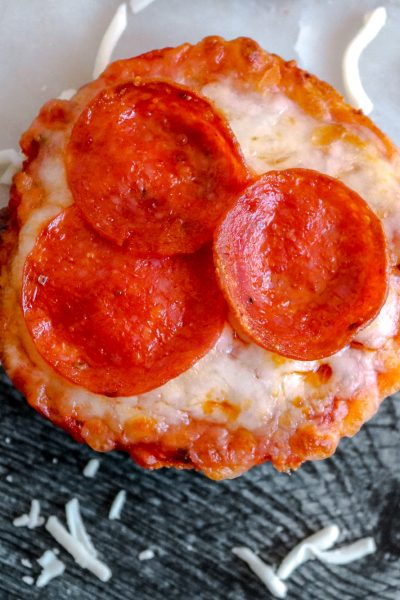 onion bagel pizza
